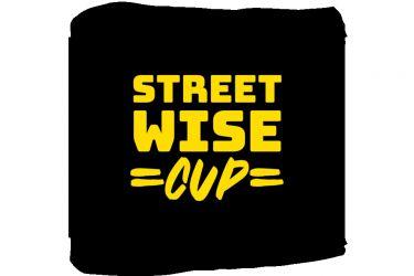 Zwart affiche met gele letters die Streetwise Cup spellen
