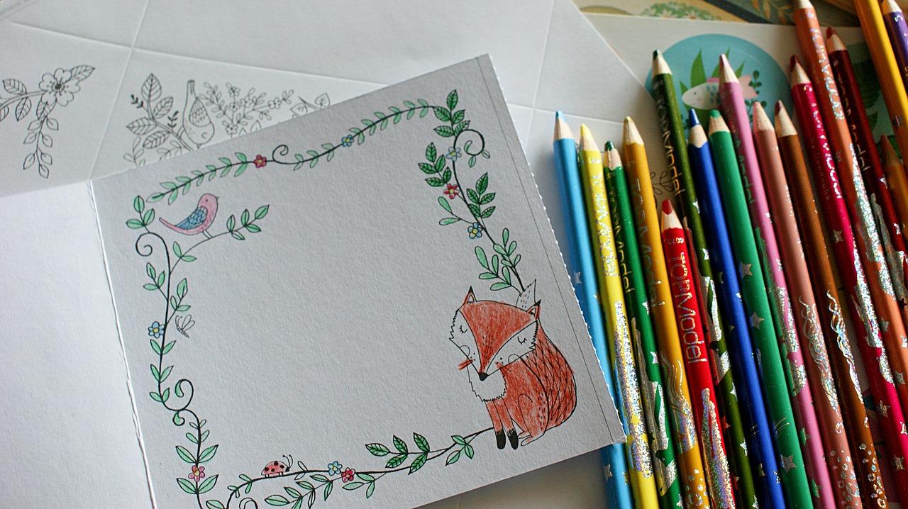 Afbeelding kleurpotloden en kaartjes om zelf te tekenen